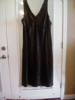 New ENCHANTING BLACK 100% POLYESTER NIGHT GOWN