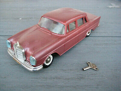 05 GAMA 475 Mercedes Heckflosse 220 S (SE) W110 Fintail tintoy rosé metallic
