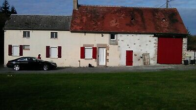 Detached 4/5 bedroom house in centre France