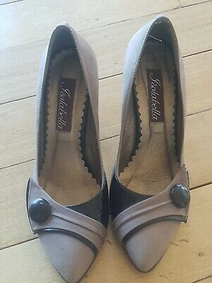 Isabella Womens Heel In Suede Brown.In Good Condition.US size 6