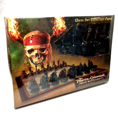 PIRATES OF THE CARRIBEAN Movie Chess Set Game, detailed figures, sealed new