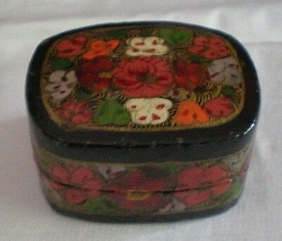 Antique Chinese Papier Mache Snuff Box With Floral Decoration. (ref BC)