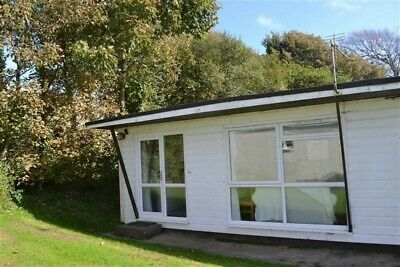 2 bedroom holiday chalet sleeps 6 allows dogs near Bude cornwall devon