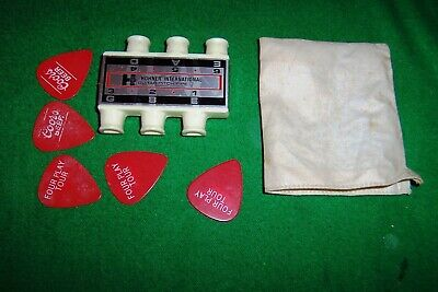 HOHNER INTERNATIONAL Guitar Pitch Pipe with bag and plectrum's