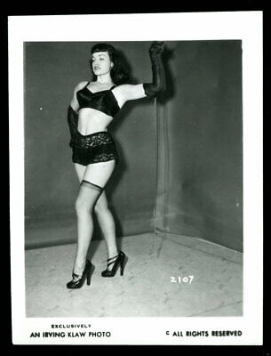 Vintage BETTY PAGE Studio Photo 1950s By IRVING KLAW Original