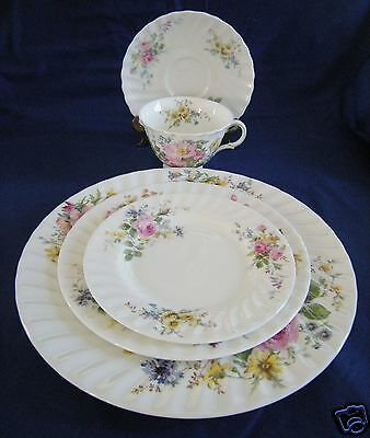 Royal Doulton H4802 ARCADIA  5 Pc Place Setting 3 plates cup saucer