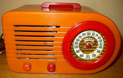 """Nice vintage Fada Model 1000 """"Bullet"""" Butterscotch / Red Catalin AM tube radio."""