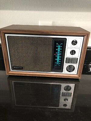 Vintage Magnavox AM/FM Radio Model RF3100 WA11 Wood Tone Box Case Works Retro