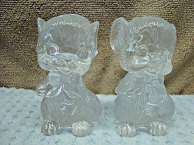 Clear acrylic kitten shape salt & pepper shaker set.