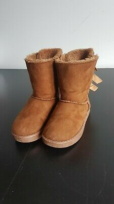 347e91a9f17 GIRLS UGG SHOES Size 2/3 (Toddler) 6-12 Months - £2.10 | PicClick UK