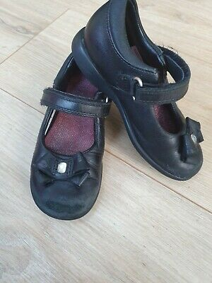 Girl infant black school shoes clarks size 7.5 (7.5f) black with bow leather