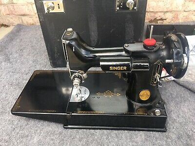 SINGER SEWING MACHINE FEATHERWEIGHT 221-1 1947 Great!