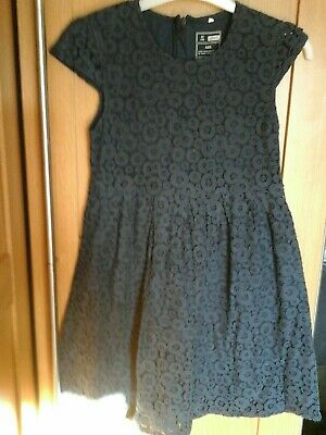 🌟Girls navy blue  lacey dress aged 9 years.🌟