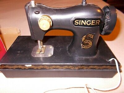 Singer Child's Battery Operated Sewing Machine w/Box