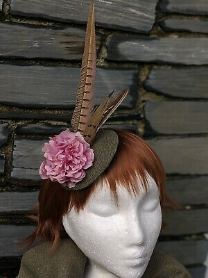 Tweed & Pheasant Feather Country Green Fascinator. Perfect for Races - Wedding