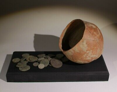 ROMAN POT & COIN HOARD DISPLAY - 2nd/3rd Century AD 088