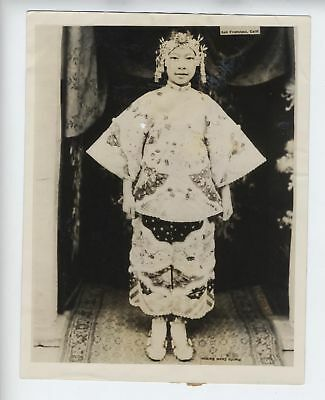 San Francisco; CHINATOWN - Edith Chann juvenile star Lanterns - 1927 press photo