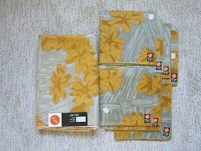 Vintage Vera Tablecloth And Napkins Unused With Floral Design