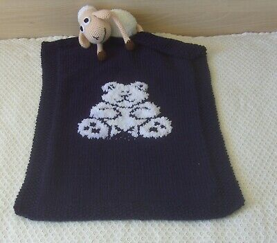 Hand-knitted baby blanket with bear / Favourite children quilt with bear