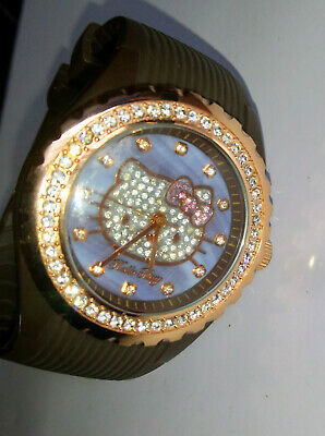 GROSSE MONTRE HELLO KITTY Victoria Casal Couture, strasses