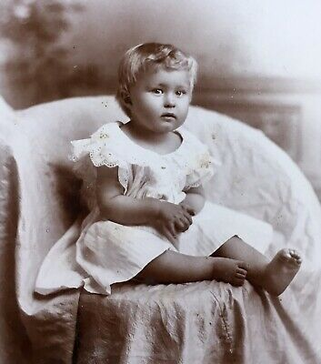1890's Antique BEAUTIFUL YOUNG GIRL BAREFOOT Cabinet Card Photo Minneapolis MN