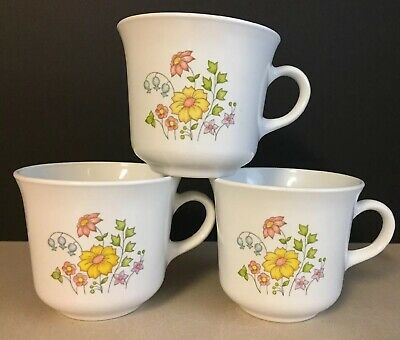 Corelle by Corning Coffee -Tea Spring Meadow Pattern Set of 4 Cups Vintage 70's