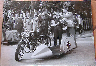 323 . Motos Courses . 1956 . 1 X Photo . Format : 18 X 24 Cm . Bourges .