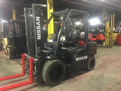 Nissan 7000 Lb Solid Pneumatic Forklift With Side Shift and 2 Stage mast 4750 Hr