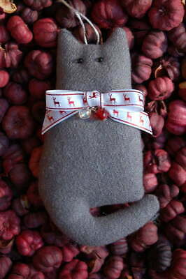Primitive Christmas Gray Wool Cat w Reindeer Bow, Beads, Ornament