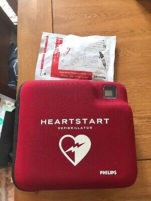 Philips HeartStart FR2+ AED With Pads And Battery Doctor Ambulance Paramedic
