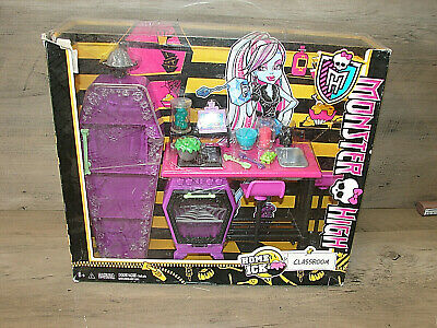 Monster High Lot Home Ick Classroom Playset *** BRAND NEW ***  READ! ^^