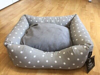 Pet Rebellion - Settee Dog Bed - Small - Dotty Grey