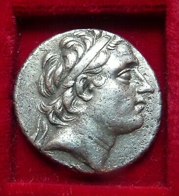 ANTIOCHOS III 222-187 BC. AR Tetradrachm APOLLO SEATED ON OMPHALOS