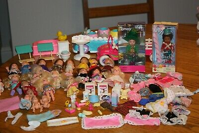 Huge Vintage Barbie Kelly Tommy Crissy 23 Dolls Lot Extra Clothes & Accessories