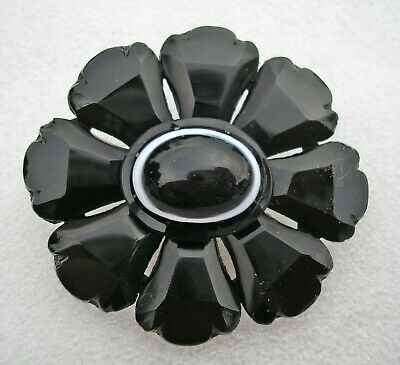 Stunning large antique Victorian Whitby Jet brooch with Bull's eye Agate centre