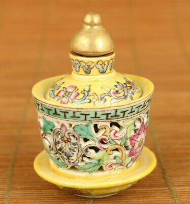 Chinese old porcelain Handcarved flower statue axis of rotation snuff bottle