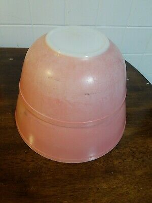 2 Pyrex Flamingo Pink Mixing Bowls Ovenware  403 and 404 tlc