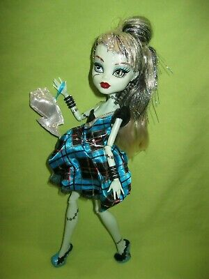 Monster High Doll 2011 Sweet 1600 FRANKIE STEIN in Dress Outfit w/ Shoes & Purse