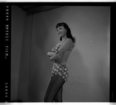 VINTAGE 1954 BETTIE PAGE CAMERA NEGATIVE PHOTOGRAPH PIN-UP Robert Stanton GREAT
