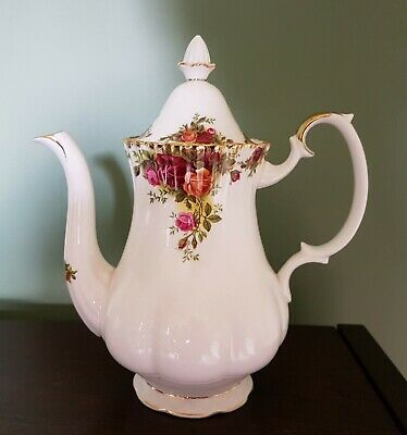 ROYAL ALBERT bone china OLD COUNTRY ROSES free postage COFFEE POT