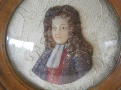 GOOD GEORGIAN COLOURED CARVED WAX PORTRAIT MINIATURE 18thC GENTLEMAN in LONG WIG
