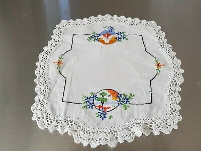 Vintage hand embroidered doiley with pretty Art Deco scenes