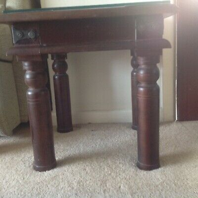 Dark oak antique style small tables2 good condition glass on top preserved wood.