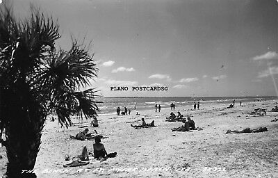 """Ft.myers Beach, Florida """"The Beach At Ft. Myers""""  Rppc Real Photo Postcard"""