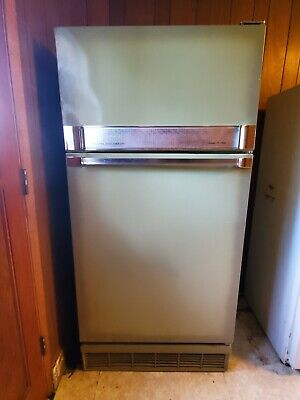 1970s Green Sears Coldspot fridge/freezer - runs good