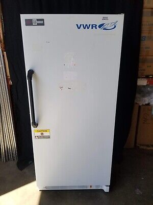VWR Lab Upright Freezer -20°C (-4°F) 4 Shelf Manual Defrost 481L (17 cu. ft.)