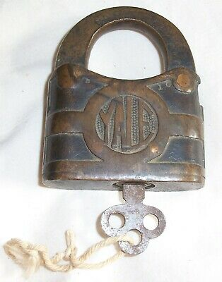 Antique Brass Yale Padlock, Y&T, Yale & Towne, With Key