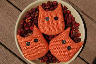 Primitive Halloween Orange Check Homespun Cat Face Ornies, Bowl Fillers