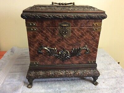 Vintage 3 Decanter Tantalus Caddy/Box With Brass Hardware & Textured Wood