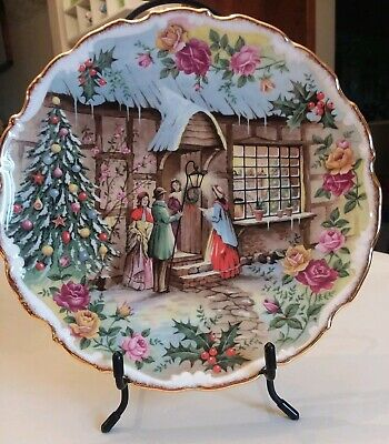 "ROYAL ALBERT Old Country Roses 1991 ""Christmas Carol Singers"" Plate"
